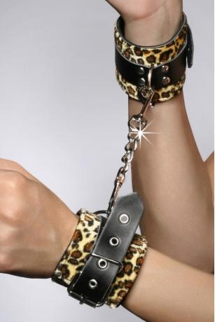 Schwarze Handfessel im Leoparden-Optik