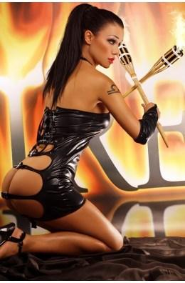 Schwarzes Wetlook Kleid mit String und Armstulpen
